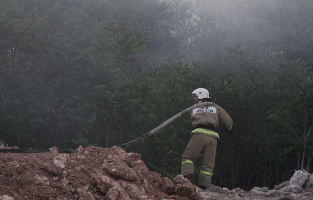 В Севастополе горела сухая трава в садоводческом товариществе «Сокол»