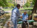 Симферопольским ветеранам вручают мобильные телефоны