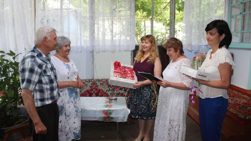 поздравления семьи прожившие в браке 50 лет популярность услуга получила