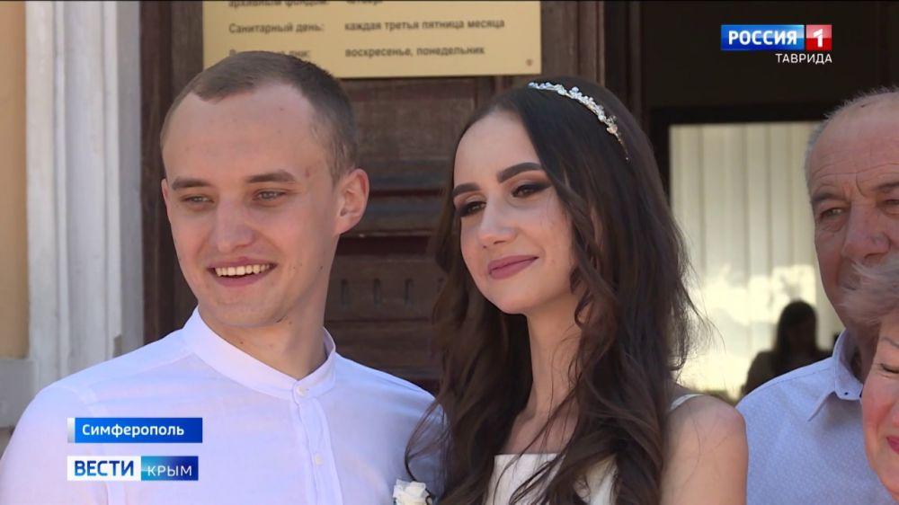 72 пары в Крыму поженились в День семьи, любви и верности