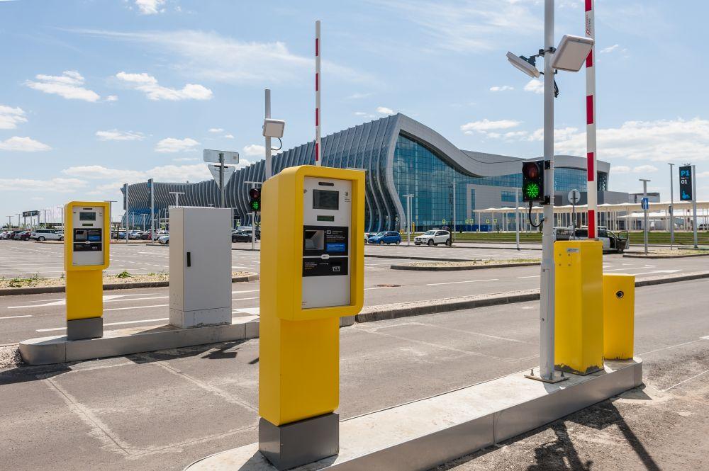 """В 4 раза увеличился автомобильный трафик в аэропорту """"Симферополь"""""""