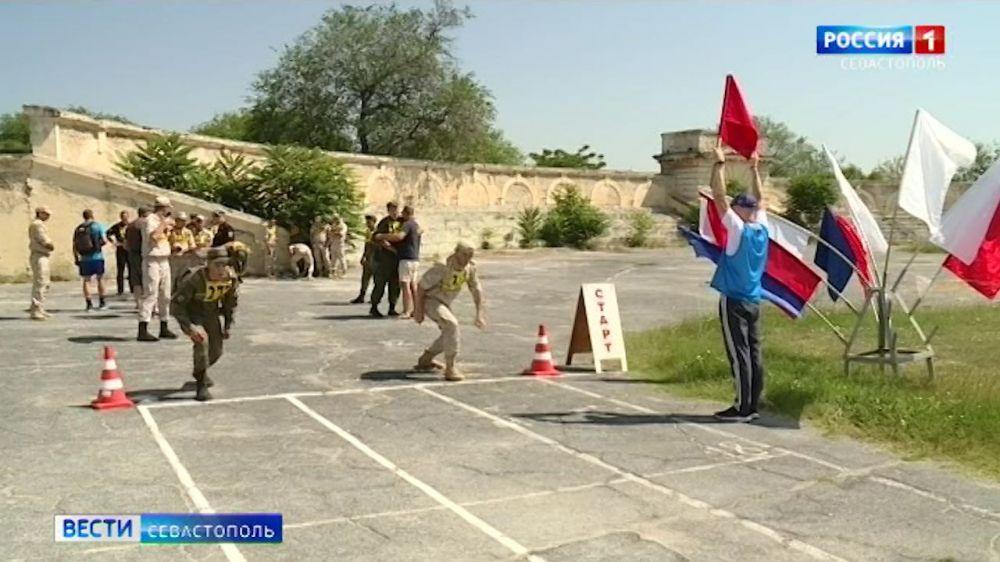 В Севастополе военнослужащие Черноморского флота состязаются в многоборье