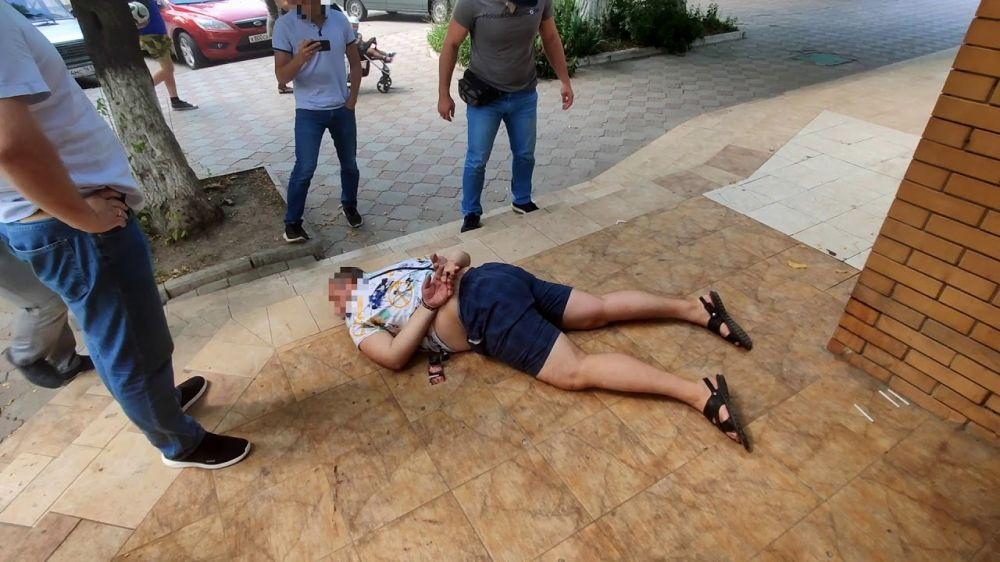"""10 тысяч долларов: в Крыму """"на горячем"""" поймали мошенника"""