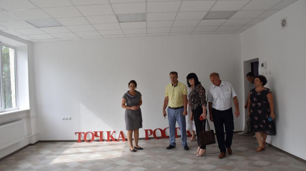 С рабочим визитом в Нижнегорском районе побывала Министр образования, науки и молодежи РК Валентина Лаврик