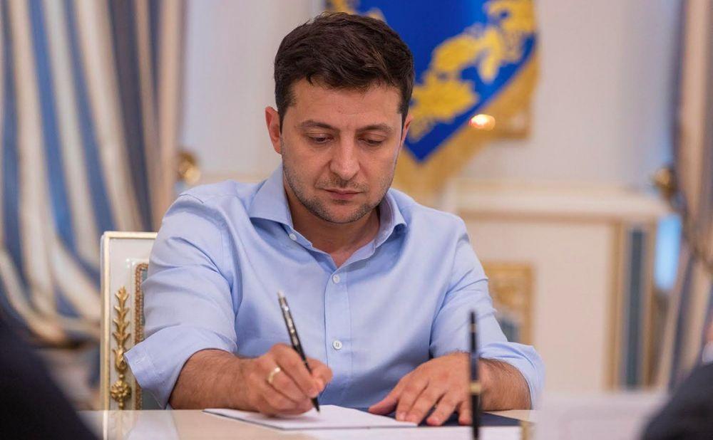 Зеленский упростил поступление в вузы Украины для выпускников из Крыма