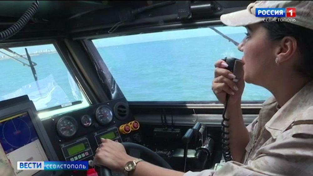 Первый в России женский экипаж боевого катера отправился на учения в море
