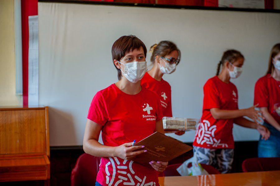 Добровольцы Севастополя поздравили местных медиков