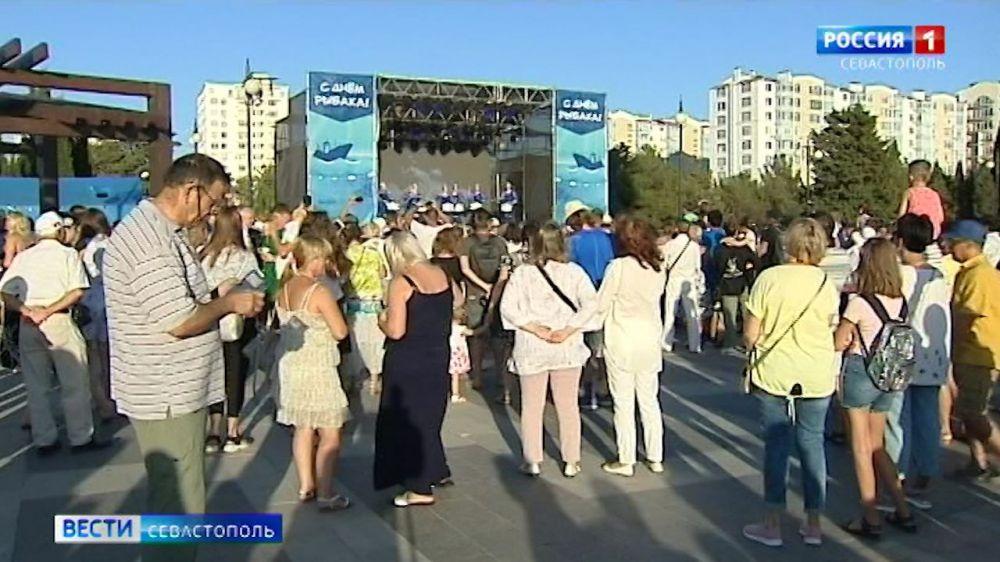 Севастопольцы отметили День рыбака в Парке Победы