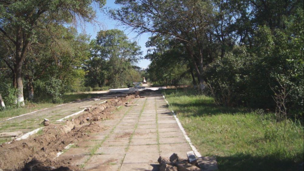 Глава района проинспектировал строительные работы в парке с. Восход