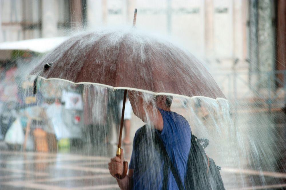 В ближайшие часы на Крым обрушится сильный ливень и град