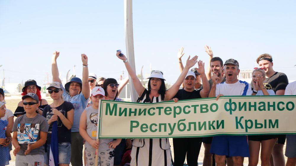 Сотрудники Минфина Крыма приняли участие в реалити-игре «Последний герой Тарханкута в рамках Бизнес-CAMP2020