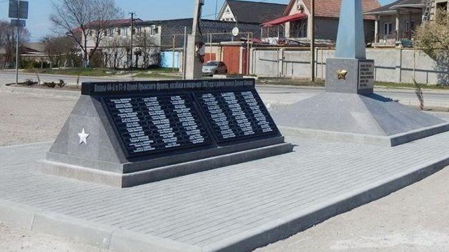Вопрос благоустройства территории у памятного знака в Приморском находится на контроле
