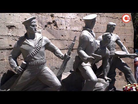 В Севастополе открыли памятник защитникам 14 береговой батареи (СЮЖЕТ)