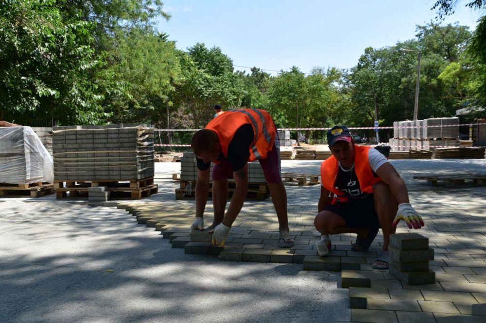 В Саках продолжается реконструкция улицы Курортной
