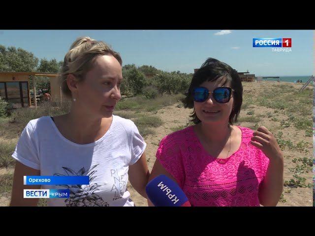 На крымском пляже вместо чистого песка и морского воздуха горы мусора и неприятный запах