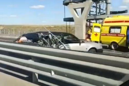 Перевёрнутая фура и разбитая легковушка: появилось видео страшного ДТП на трассе «Таврида»