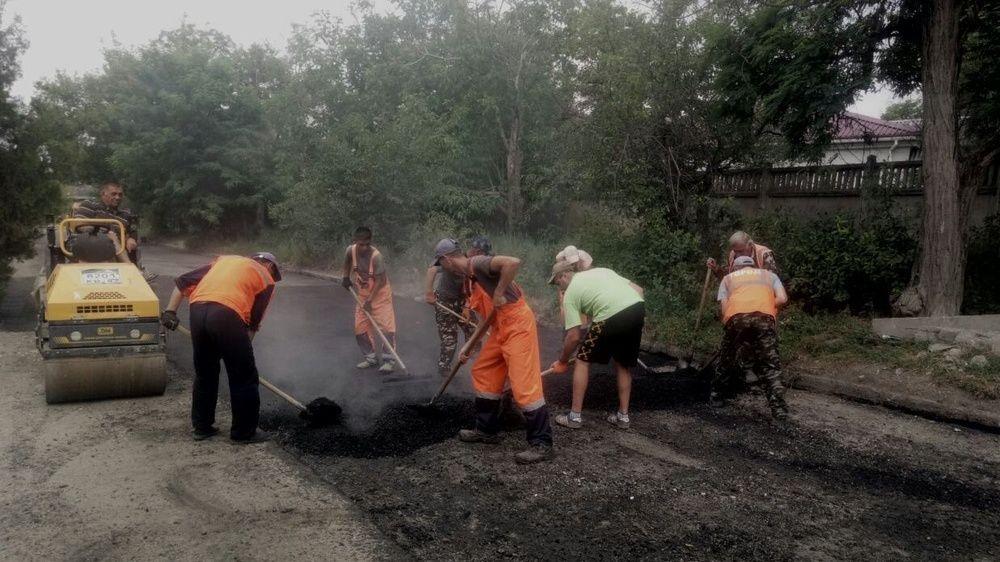 В Симферополе - ямочный ремонт