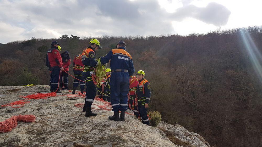 Сотрудники «КРЫМ-СПАС» регулярно проводят тренировочные занятия в горно-лесной зоне