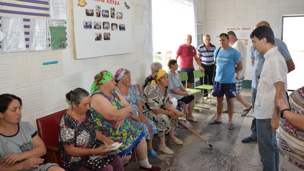 На прием к главе района в с. Молочное обратились 15 человек