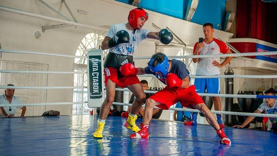 Севастопольские боксеры провели спарринги с оппонентами из Волгограда