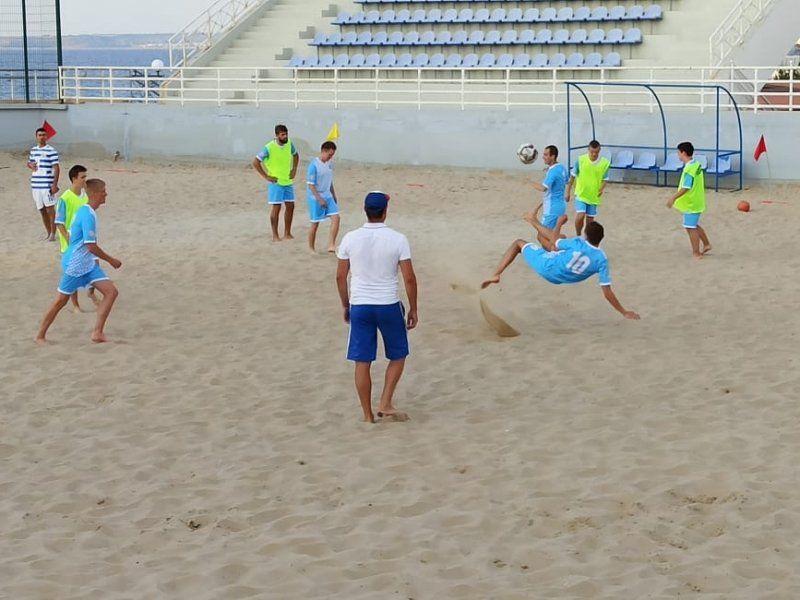 В Севастополе проходит турнир по пляжному футболу на кубок губернатора