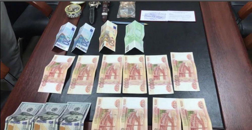 В Крыму за взятку задержаны сотрудники дирекции Росгранстроя