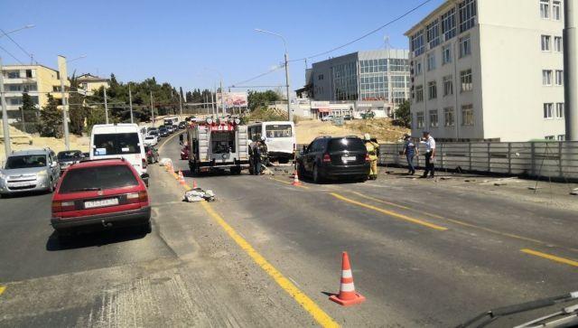 В Севастополе в ДТП с автобусом пострадали 14 человек