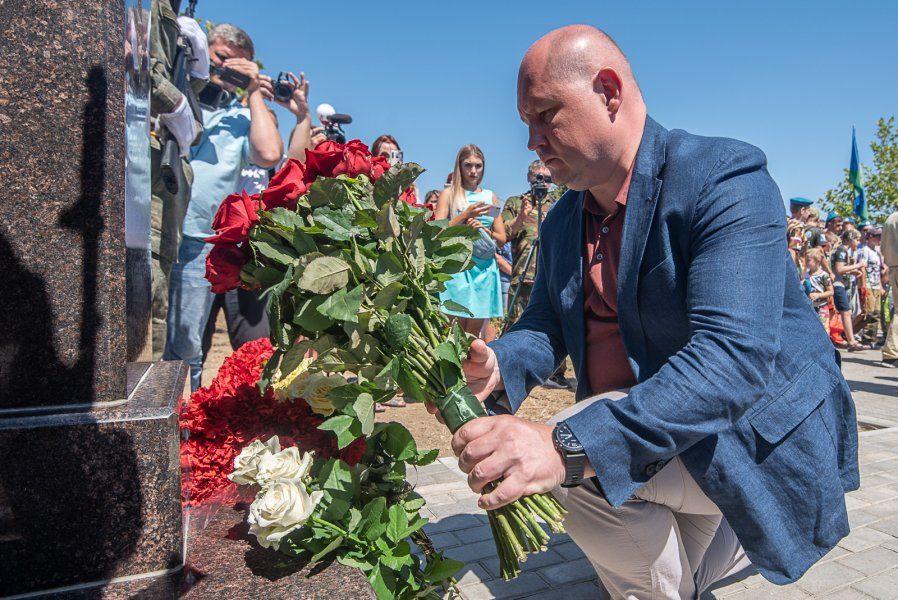 В Севастополе открыт памятник бойцу шестой роты