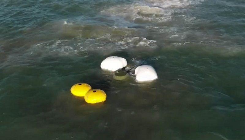Операция по спасению БРДМ-2 в Керченском проливе завершена. Бронемашина – на берегу