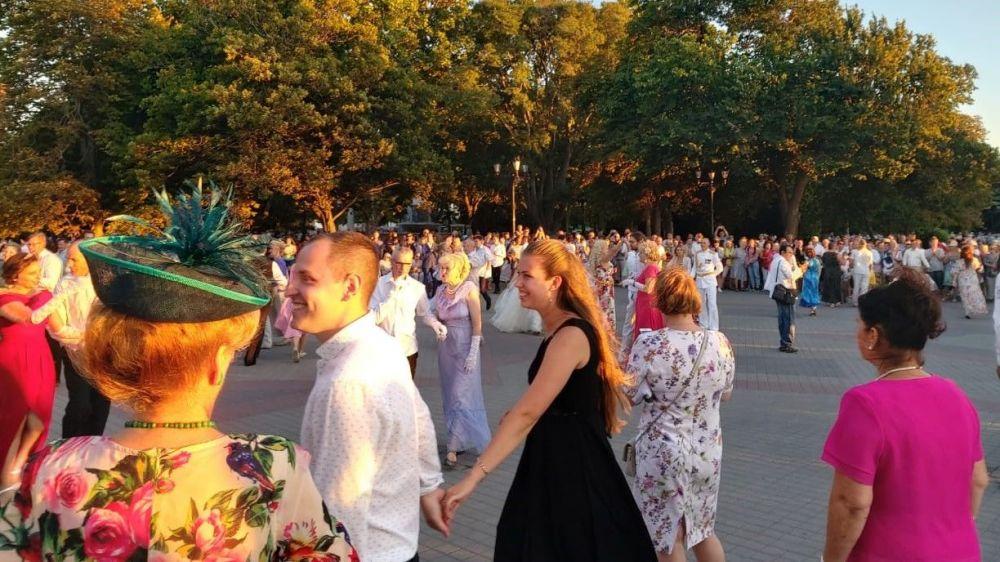 На Приморском бульваре в Севастополе начался Адмиральский бал