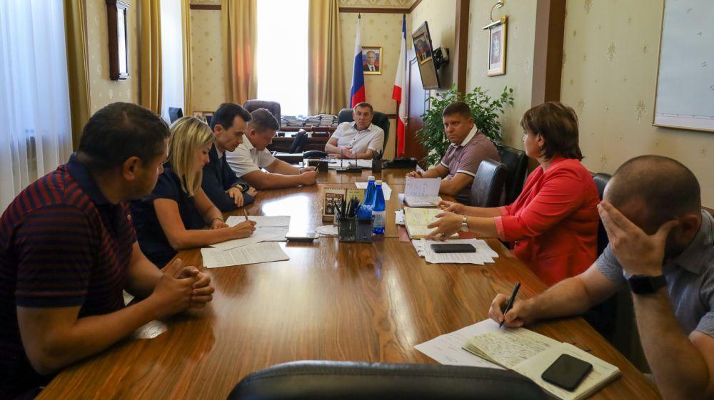 В Правительстве Республики Крым обсудили вопросы переселения граждан из аварийного жилья