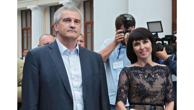 Глава Крыма за год заработал в три раза меньше жены