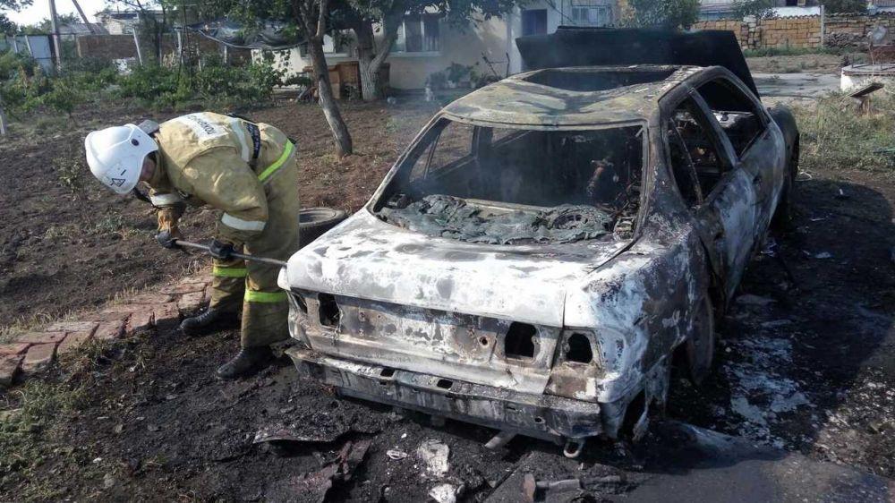 Огнеборцы ГКУ РК «Пожарная охрана Республики Крым» ликвидировали возгорание автомобиля в Кировском районе