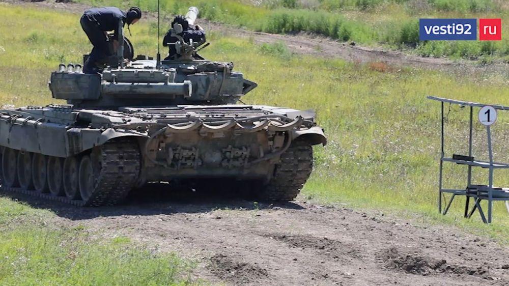 Танкисты провели плановые учения в Крыму