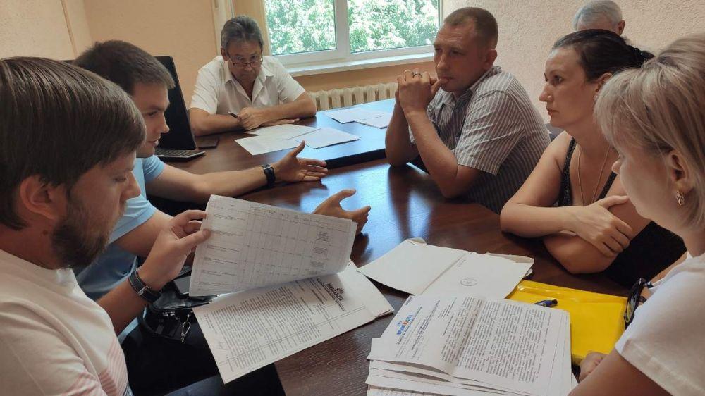 Евгений Рукавишников встретился с жителями Крыма, записавшимися на личный прием