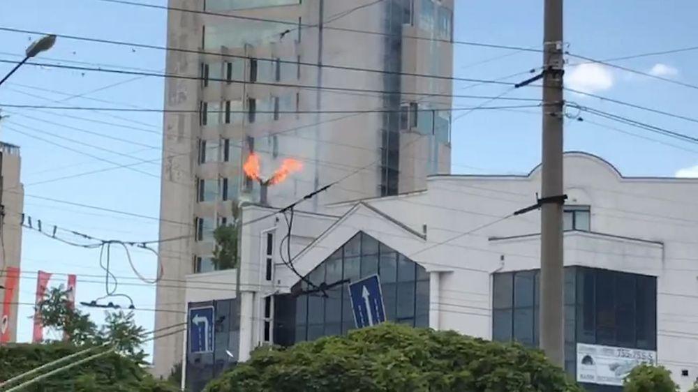 В Севастополе горит кафе-шашлычная