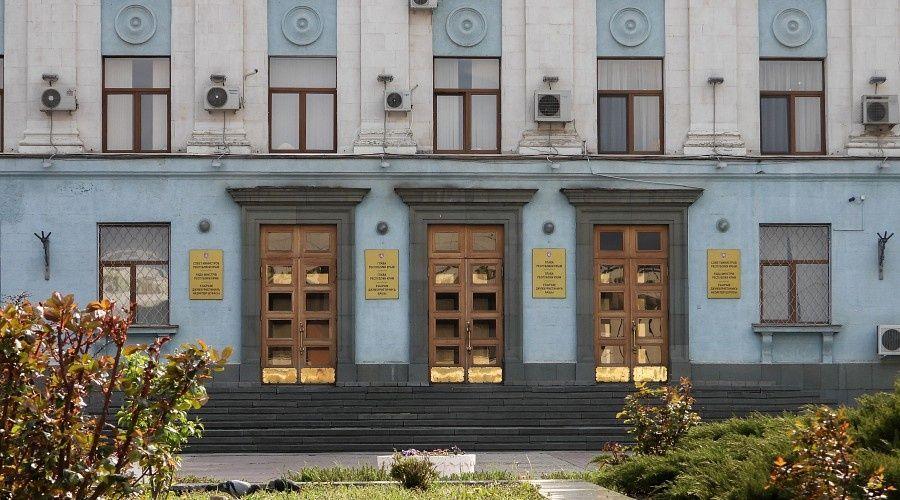 Аксёнов продлил в Крыму запрет на работу хостелов и проведение конференций