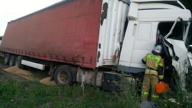 Автобус следовавший по маршруту «Тюмень – Крым» столкнулся с фурой