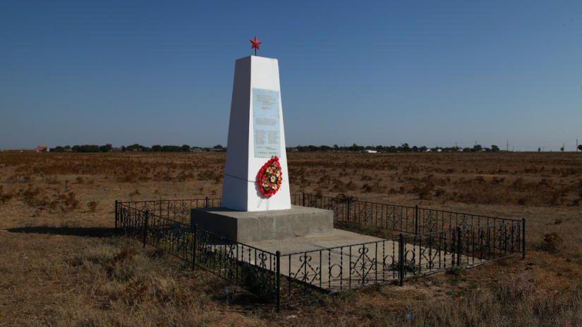 Специалисты Сакского управления Госкомрегистра оформили земельные участки под 3 военно-мемориальными объектами и 3 ФАПами на территории района