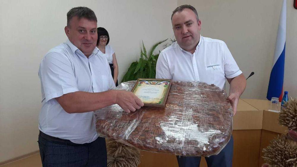 В Республике Крым подвели итоги уборочной кампании-2020 и выбрали лучший сноп