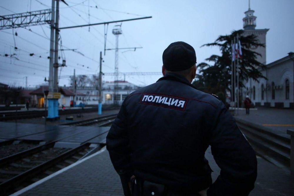 Четверо молодых друзей в Крыму вынесли продукты из магазина, не заплатив