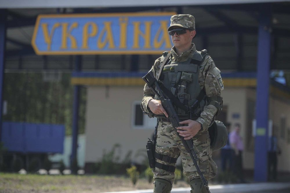 Украина изменит режим работы КПП на границе с Крымом из-за коронавируса