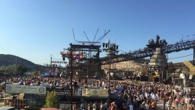 В Севастополе стартовало юбилейное байк-шоу