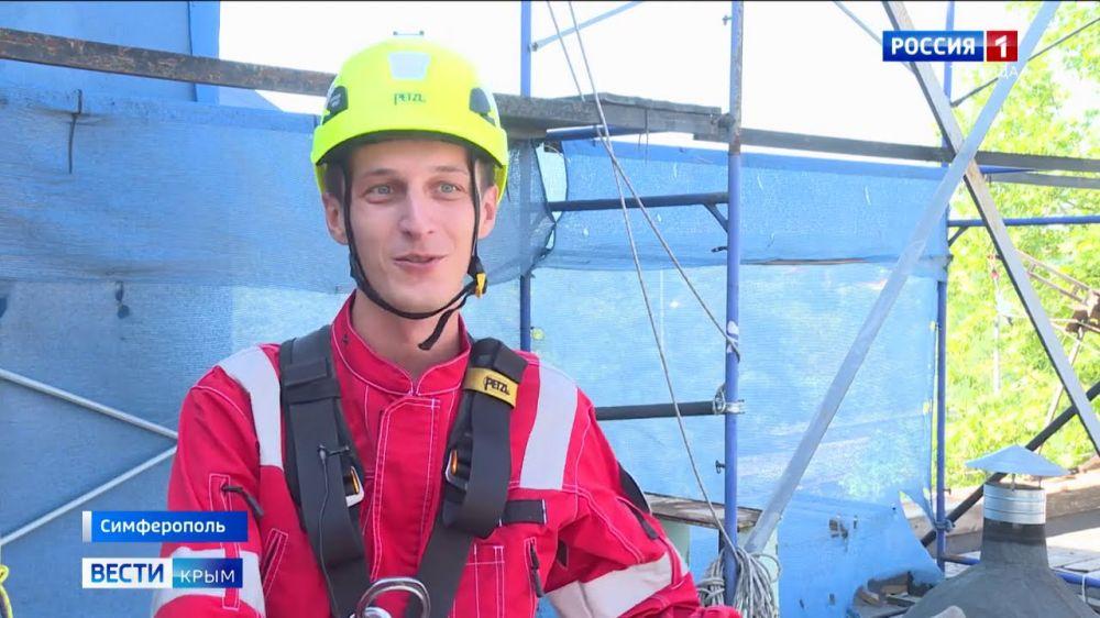 День альпинизма: как работают верхолазы в Крыму