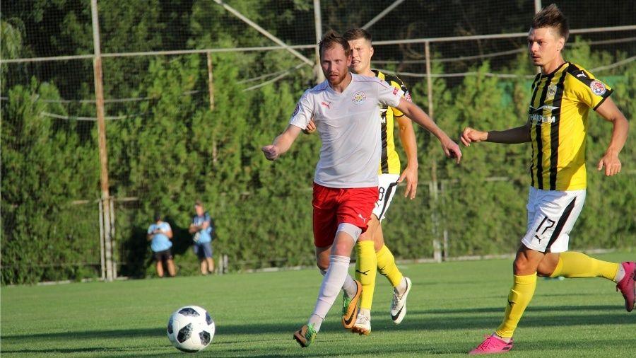 24-й тур Чемпионата Премьер-лиги КФС: чемпион расслабился и пропустил… шесть голов