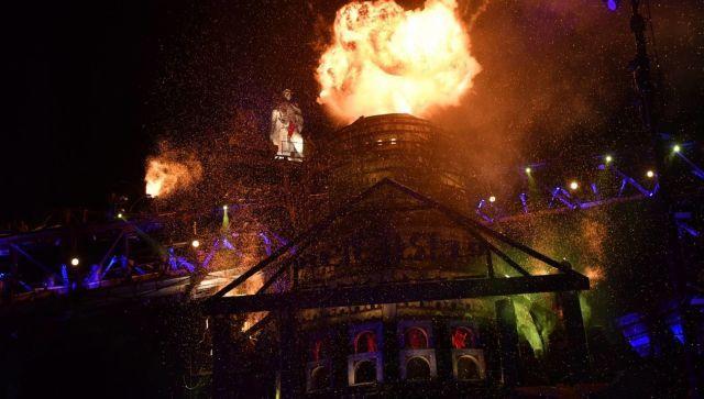Огонь, трюки, спецэффекты: как прошло байк-шоу у горы Гасфорта - видео