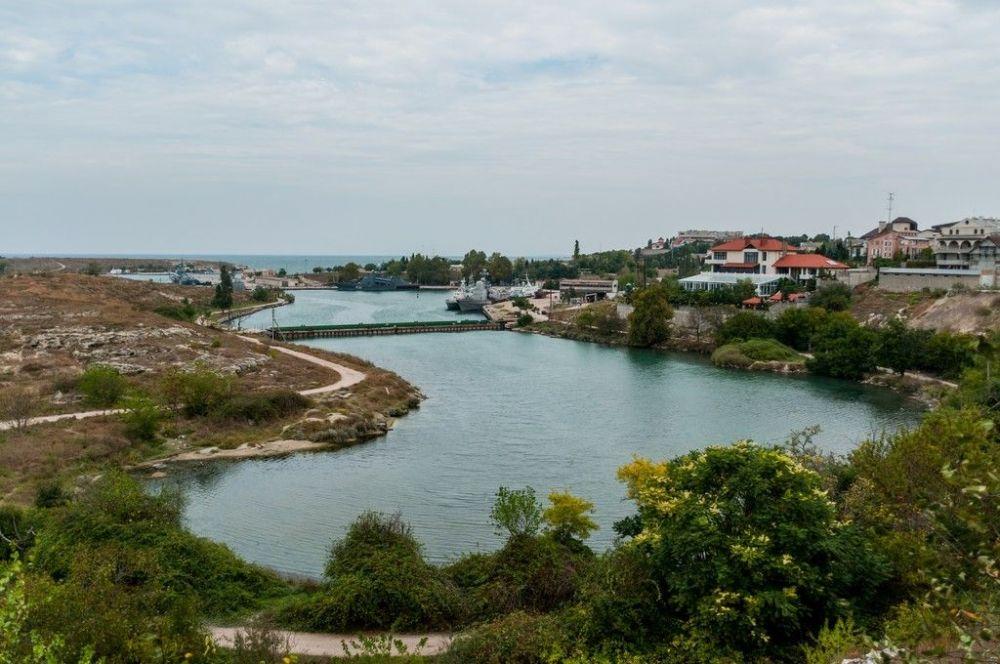 Карантинную бухту в Севастополе очистили от мусора