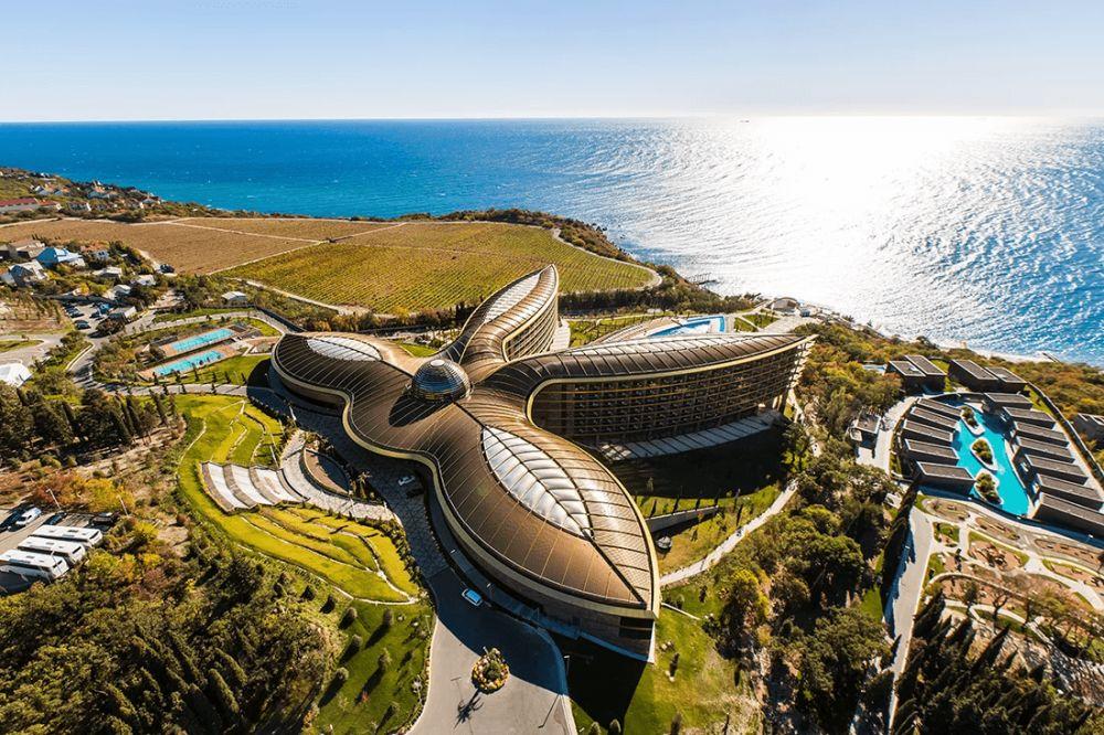 Крупнейший курортный комплекс Крыма объявил набор сотрудников