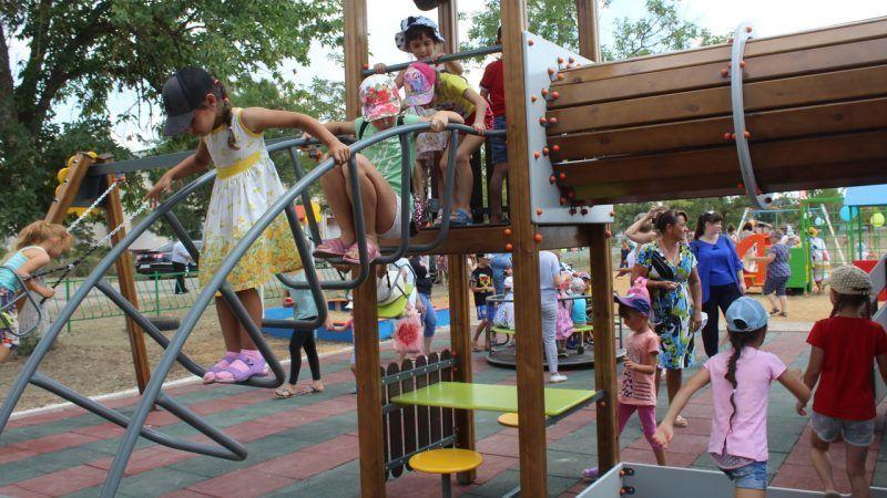 Почти два миллиона рублей на сельскую детскую игровую площадку? В Крыму такая есть