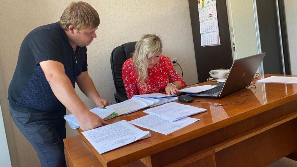 Сотрудники Минстроя Крыма провели плановую проверку администрации Кировского района на предмет соблюдения законодательства о градостроительной деятельности